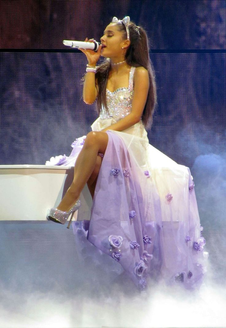 What a beautiful dress that the beautiful Ariana is wearing