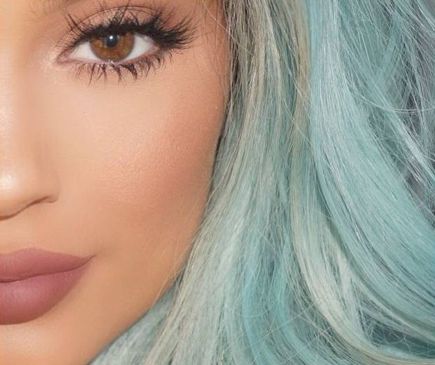 kylie jenner criss cross eyelashes-fake lashes tips-look.co.uk