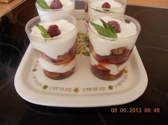 Frambozen-cantuccini trifle in een glaasje