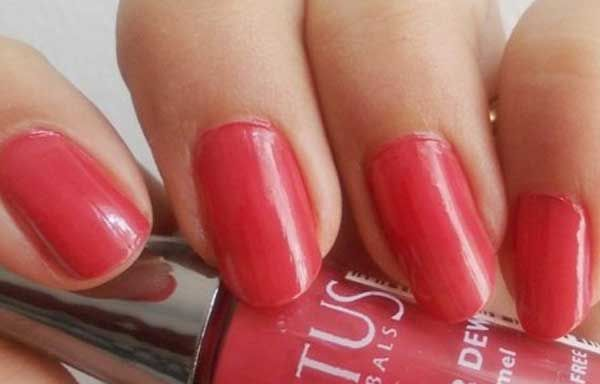 Uñas decoradas de color rojo, uñas decoradas color rojo mate.   #diseñatusuñas #instanails #uñasdemoda