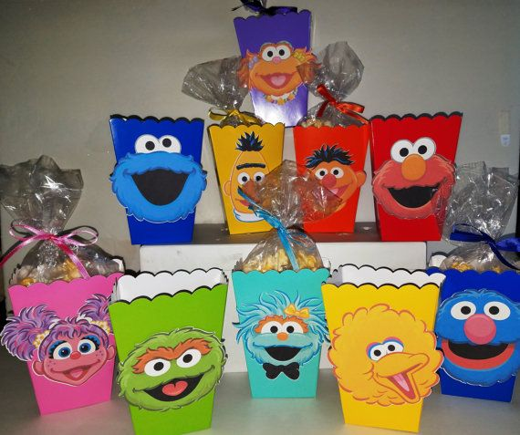 Hey, I found this really awesome Etsy listing at https://www.etsy.com/listing/486465946/sesame-street-snack-boxes-set-of-10