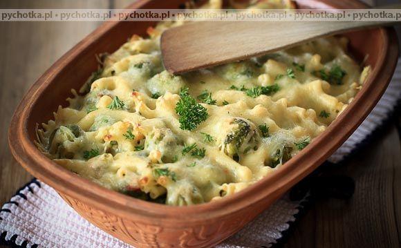 Spróbuj przygotować smaczną potrawę z warzyw. Zapiekane brokuły. Przepis zawiera: brokuły, szynkę, ser.