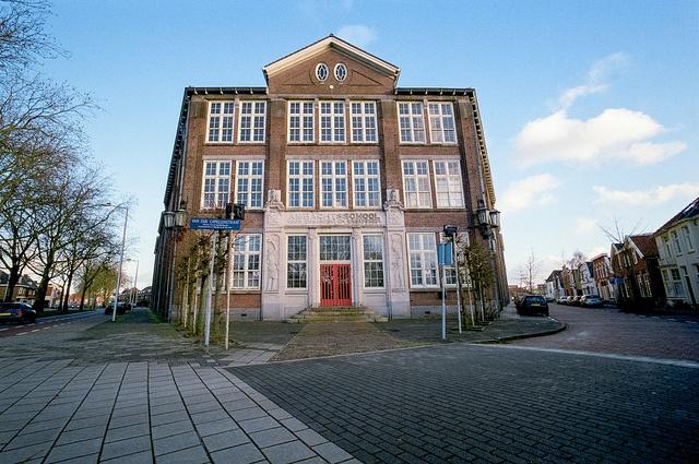 Prachtige foto van de oude Ambachtsschool in Enschede