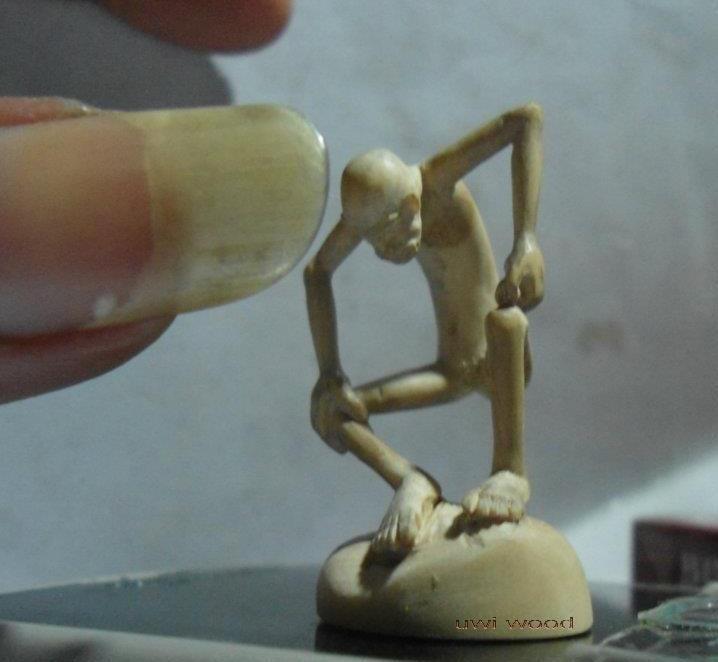 wood sculpture  uwi wiedh