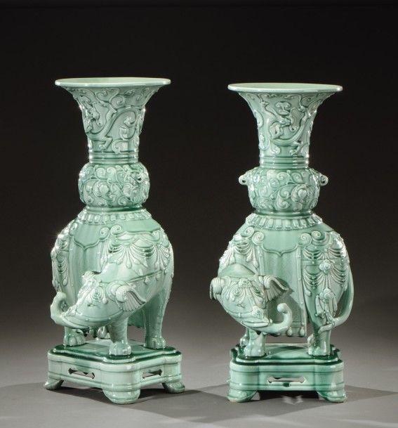 Théodore Deck (1823-1891), paire de vases en céramique émaillée vert céladon, vers 1880-1890, 55 x 26 x 25 cm