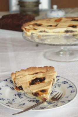Eine italienische Sauerkirschtarte auf Küchenliebelei!  Knuspriger Mürbeteig, leichte Vanillecreme und süße Kirschen ‒ was will man mehr?