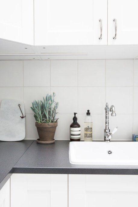 Evier, plantes aromatiques, planche en marbre, produit d'entretien Aesop & Compagnie de Provence