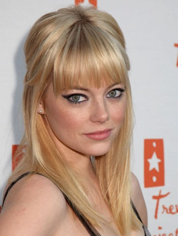 Cute bangs..... I'm not brave enough to do that!