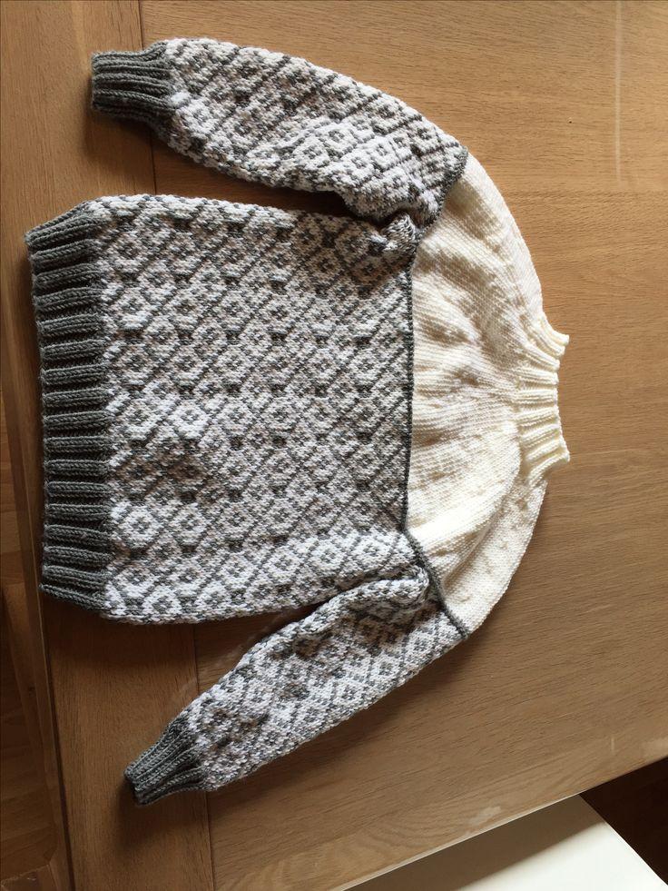 En virkelig lækker sweater. Strikket i: Merino Hjertegarn Extrafin superblødt 100% kradsefrit Extrafine merino 120. 100% Wool superwash50 g = ca. 120 m Pinde nr. 3½-4 22 m = ca. 10 cm. Garnet er købt ved http://www.garn-garagen.dk/