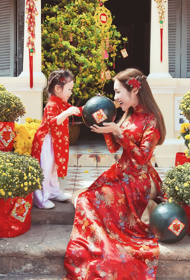 Ao dai - Mom & Baby. Great idea for Tet <3  Check out our amazing collection of hijabs at  http://www.lissomecollection.co.uk/