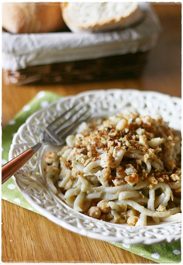 Pici con ceci al timo e briciole croccanti - Pici with thyme chickpeas and breadcrumbs