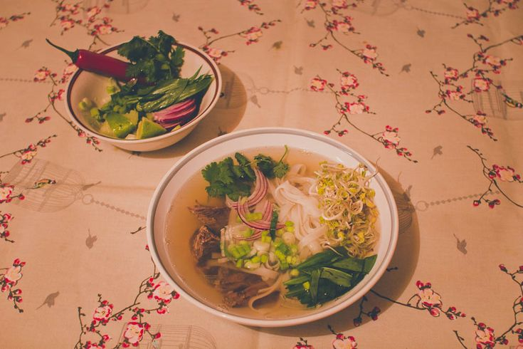 Pho Bo hovädzia polievka #phobo #medvedicesnak #wildgarlic #vietnamskapolievka #polievka #woodgralic #recepty #recipes #healthy #green #beef #soup #inspiration #cooking #yummy #tasty #vietnam #herbs #kitchen