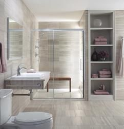 Ruimtelijk gevoel in compacte badkamer. De basis van een goed ingerichte badkamer is een optimale balans tussen de elementen en ruimte. Zeker bij een compacte badkamer is het belangrijk om te kiezen welke functies je wilt hebben. Bij deze badkamer is niet gekozen voor een bad, maar voor een lekkere ruime douche waar je je elke dag heerlijk in kunt ontspannen. Bij de hele inrichting van de badkamer is nagedacht om deze zo ruimtelijk mogelijk te houden. De inbouwkast zorgt niet alleen voor…