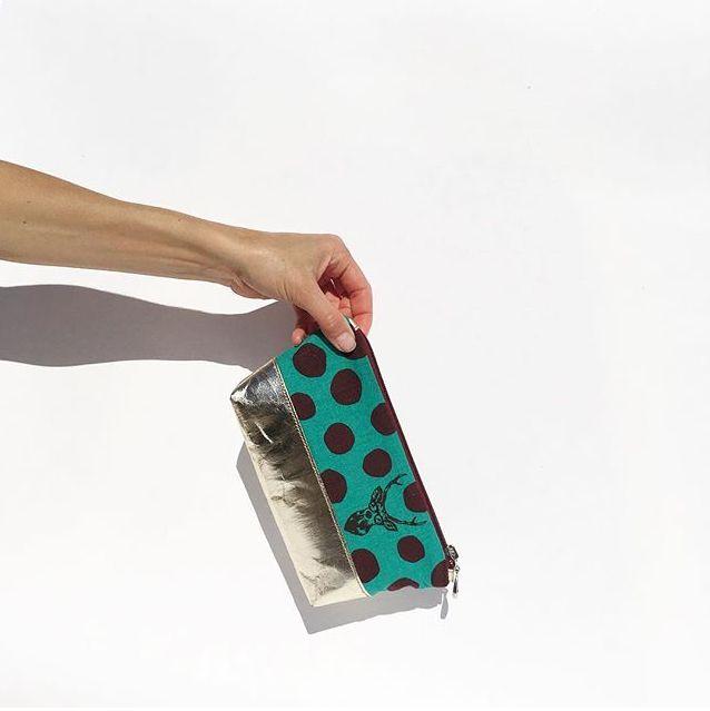 Kosmetické pouzdro ušité z papíru a látky