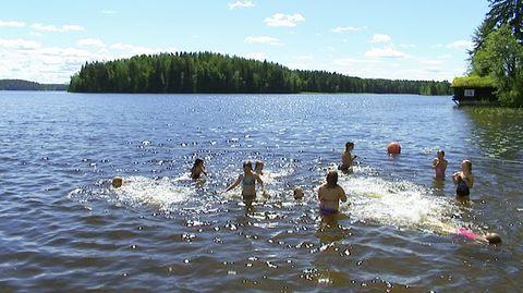 Suomella on paljon tarjottavaa kiinalaisille matkailijoille. Monet meille tavalliset asiat ovat eksoottisia kiinalaisille, kuten esimerkiksi puhtaassa ja viileässä järvivedessä uiminen.