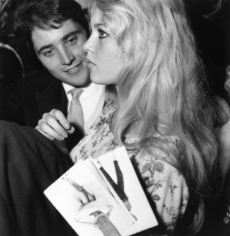 """On October 8, 1958, Brigitte Bardot and Sacha Distel are in Olympia for the premiere of """"Brigitte""""."""