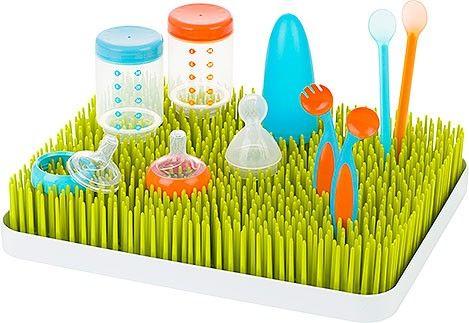 Lawn sembra un piccolo prato casalingo, in realtà è uno scolaposate dotato di vassoio raccogli-acqua rimovibile. Porta un tocco di design nella tua cucina e lascia asciugare le stoviglie del tuo bebè in maniera pratica ed igienica.