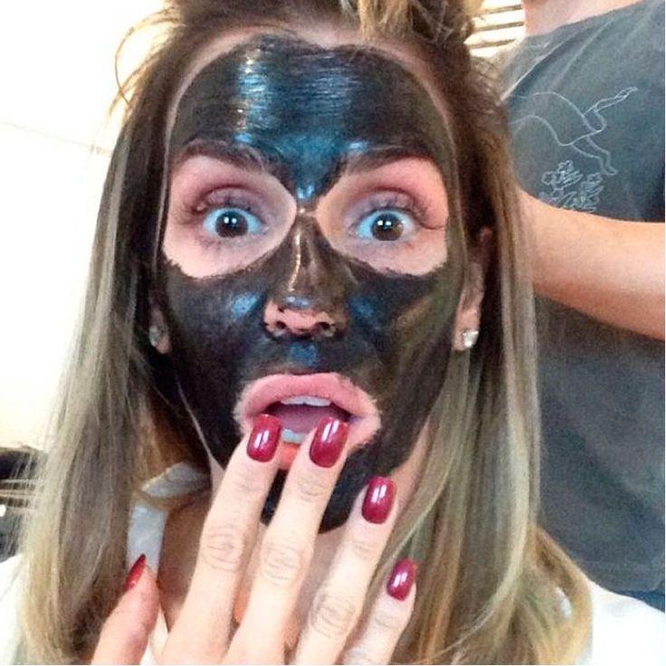 A nova selfie? Celebs não param de postar fotos com máscara facial no rosto - Vogue | Gente