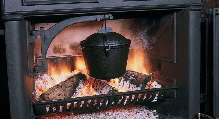 Support marmite de Stovax #support #marmite #poêle #bois #traditionnel #bûches #noir #feu #flammes #bois #hiver #automne #chauffage #stovax #combustibles #cheminée
