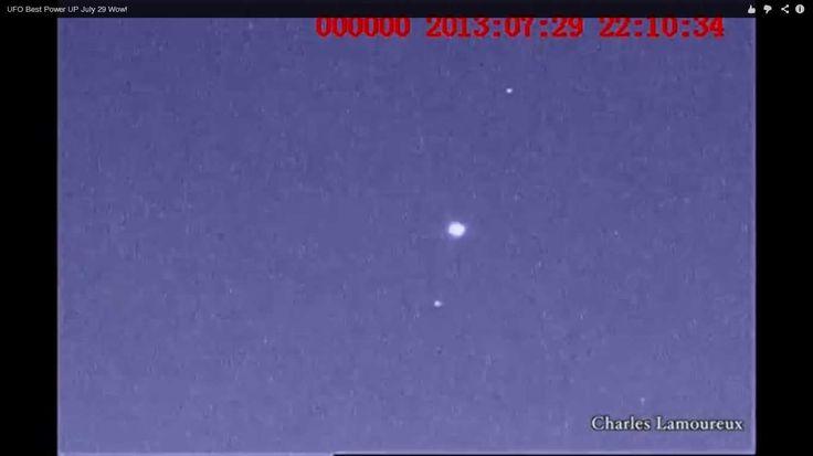 Um cidadão canadense, observava um grupo de objetos voadores não identificados com sua Yukon NV monocular em Vancouver, no Canada. O primeiro ovni estava piscando sua luz no alto da montanha Cypres...