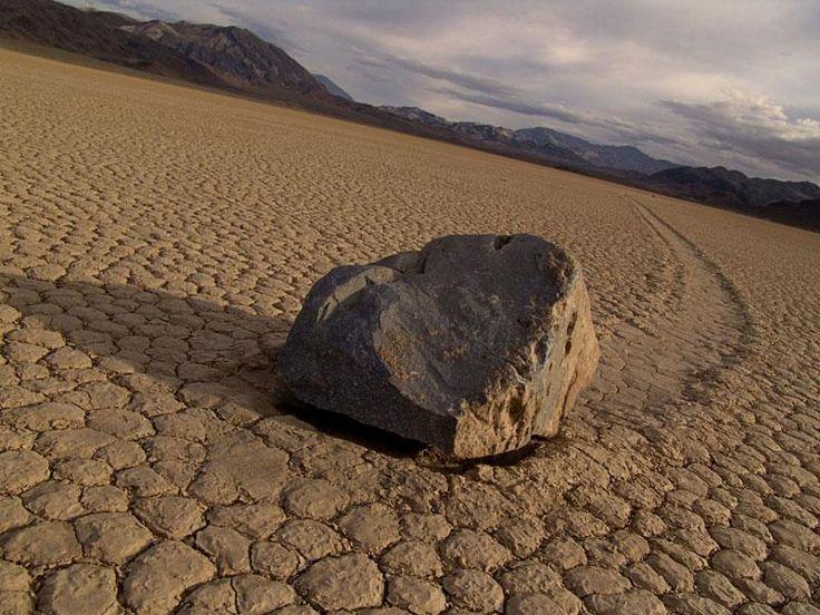 Долина смерти, движущиеся камни