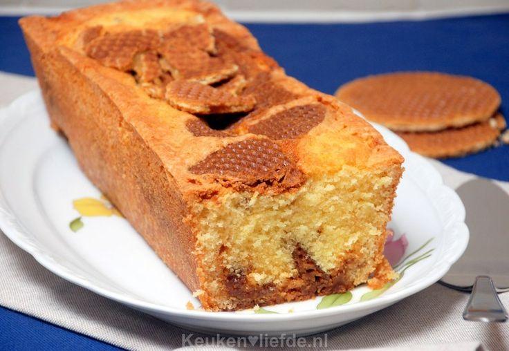 De allerlekkerste oud-Hollandse stroopwafelcake maak je natuurlijk zelf, zonder pakjes of zakjes. Supermakkelijk en eenvoudig!