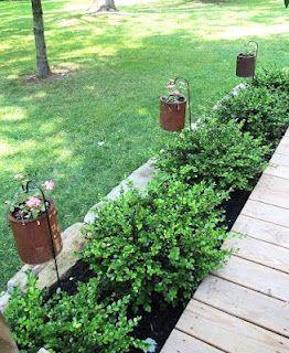 Rusty Paint cans as flower pots!: Gardens Ideas, Paint Cans, Coffee Cans, Paintings Cans, Gardens Design, Hanging Flowers Planters, Flowers Pots Decks, Paintings Buckets, Rusty Paintings