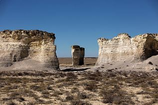 Monument Rocks - Chalk Pyramids - Kansas