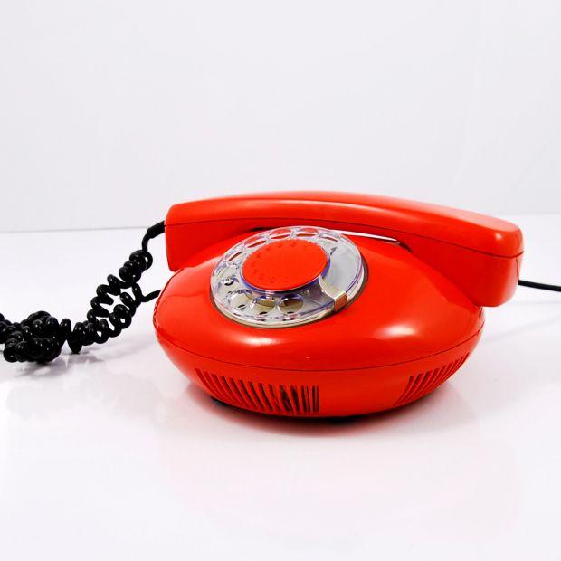 Pomarańczowy telefon Tesla Strapkov, Czechosłowacja 1972 rok.   Orange Tesla Strapkov phone, Czechoslovakia, 1972   buy on Patyna.pl #phone #red #orange #Tesla #Strapkov #Czechoslovakia #telephone #retro #vintage #vintagefinds #decor #decoration #inspiration #communication #analog #goodoldthings