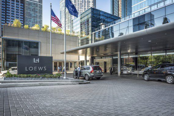 Unilock - Loews Hotel with Hollandstone Paver driveway in Chicago