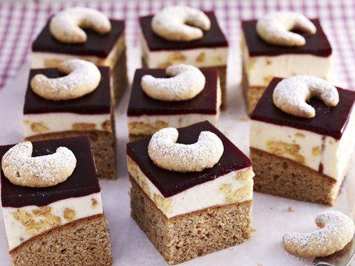 Vanillekipferl-Schnitten - Vanillekipferl kennen und lieben wir alle. Aber bei diesem Rezept kommt den kleinen Hörnchen ein besonders dekorative Rolle zu.