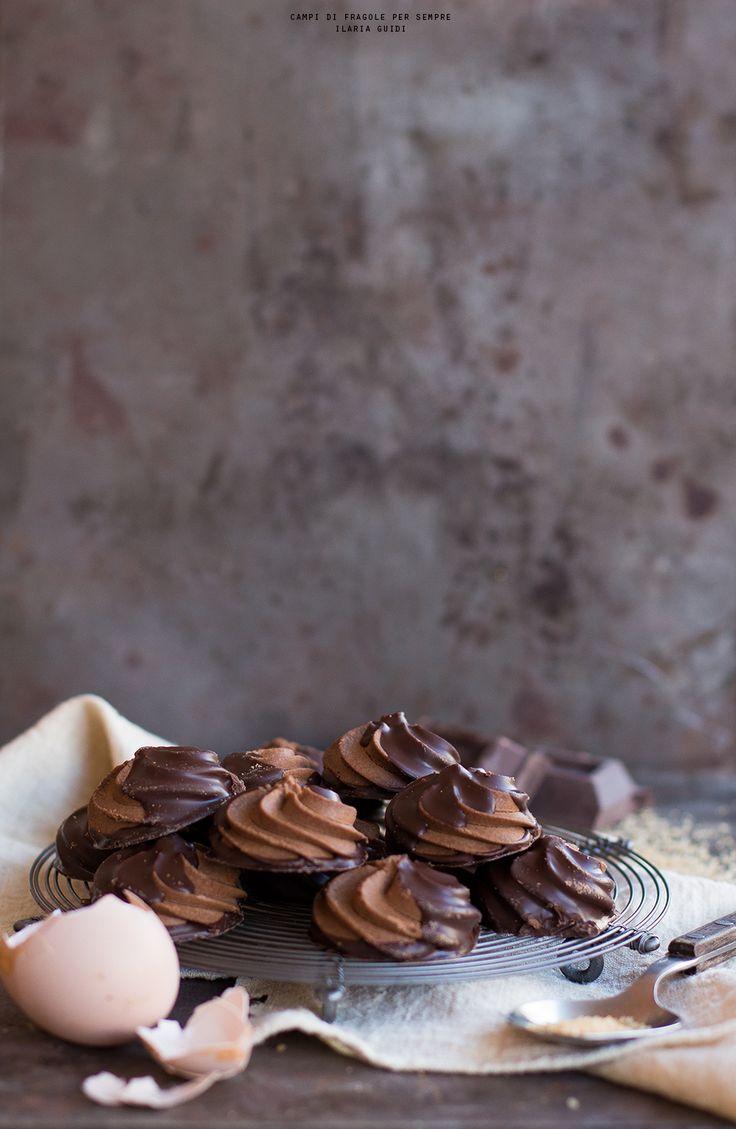Biscotti di pasta frolla montata al cioccolato