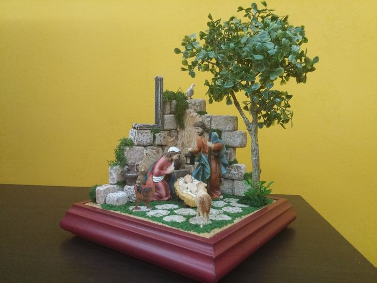Belen de sobremesa de 30x30 y figuras de 12 cm. Totalmente en corcho. Colección 2015