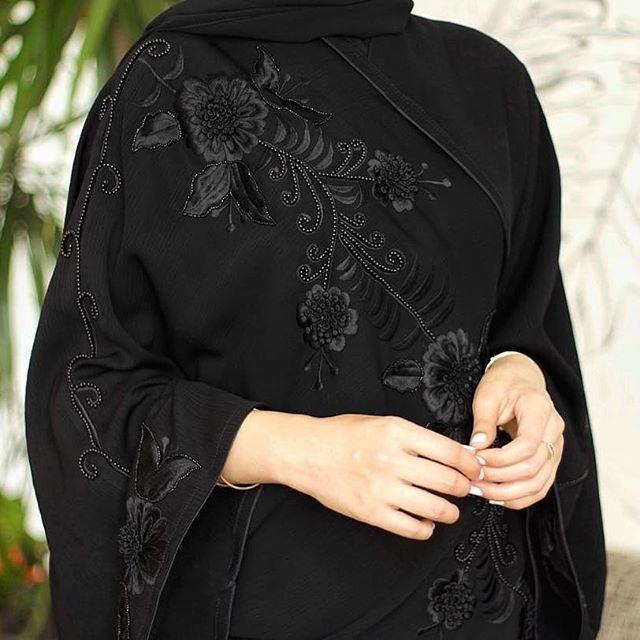 #Repost @dantella_bh with @instatoolsapp  كولكشن العيد  عباية مزينة بالتطريز وورود الدانتيل المشكوك بالخرز واللولو  نشكر كوفي شوب @raaw.bh على حسن استقبالهم  #subhanabayas #fashionblog #lifestyleblog #beautyblog #dubaiblogger #blogger #fashion #shoot #fashiondesigner #mydubai #dubaifashion #dubaidesigner #dresses #openabaya #uae #dubai #abudhabi #sharjah #ksa #kuwait #bahrain #oman #instafashion #dxb #abaya #abayas #abayablogger #абая