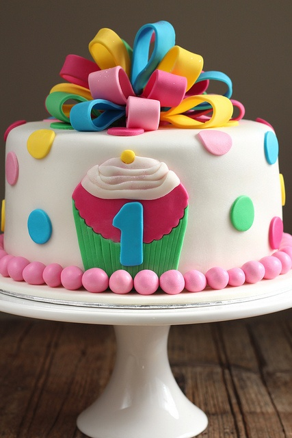 Bow loops cake by sweetius.com, via Flickr