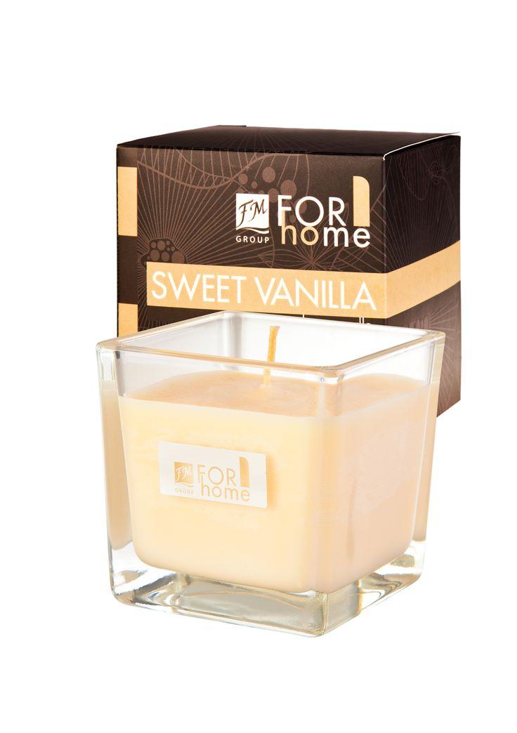 Candele alla soia profumate Quattro incantevoli profumi da scegliere. Fatte a mano. Immersa in un elegante vetro, di forma quadrata, con lo stoppino in cotone. 100% di cera di soia naturale. Tempo di combustione: circa 30 ore. Codice: A021 Sweet Vanilla Sensuale aroma di vaniglia che calma i sensi. #FMGroup #FMGroupItalia #ForHome #FM
