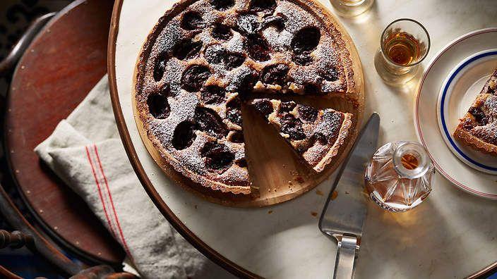 Gabriel Gaté's plum tart (tarte aux quetches). Watch the video recipe.