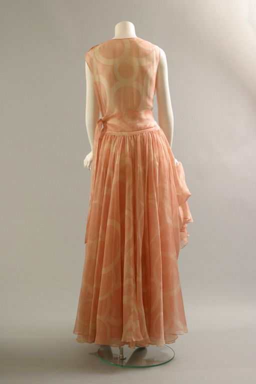 Attributed to CHANEL, Silk gazar gown, Haute couture, circa 1970