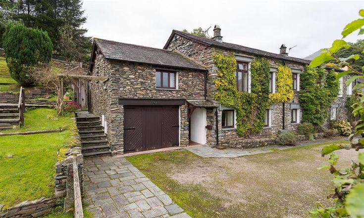 Welcome to 2 Hart Head Barn in the Lake District. Just one of our a huge range of Lakelovers holiday cottages.