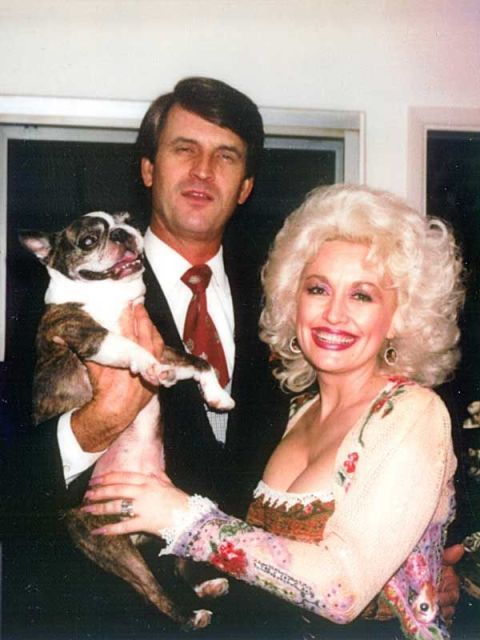 Why Dolly Parton's Husband Never Joins Her at Award Shows ...