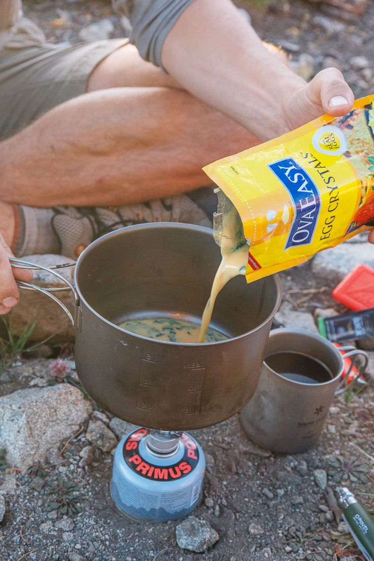 An easy backpacking meal idea: Scrambled eggs with sun dried peppers and spinach. With just a few ingredients (and no dehydrator!) you can make this backpacking breakfast ahead of time and enjoy a homemade meal on the trail.