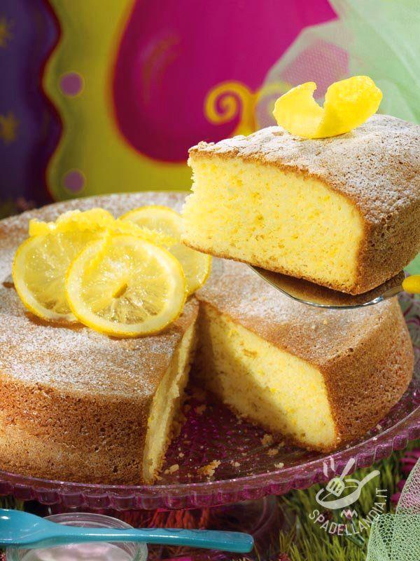 Lemon cake and limoncello - La Torta al limone e limoncello è un dolce soffice e molto profumato. Molto semplice da preparare, è ideale per tutta la famiglia o un'occasione speciale.