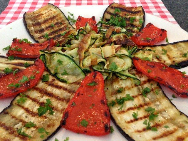 Ook de lekkerste Italiaanse gegrilde groente maak je natuurlijk gewoon helemaal zelf. Bekijk dit lekkere groente recept op AllesOverItaliaansEten.nl!