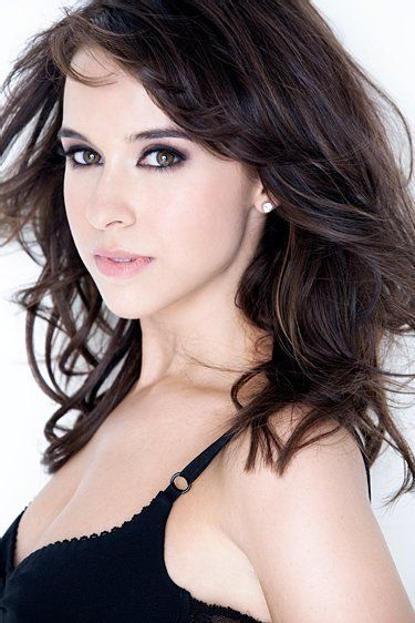 Lacey Chabert as Mia Grey. Gretchen Wieners! A bit of a stretch but Lacey has youthful good looks and charm to pull off the character.