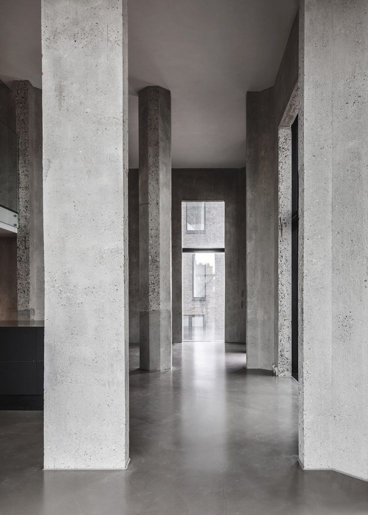 Inside the building, the architects sought to retain the silo's existing character wherever possible. The vast internal spaces, which were used to store and handle large volumes of grain, allow various apartment configurations to be accommodated.