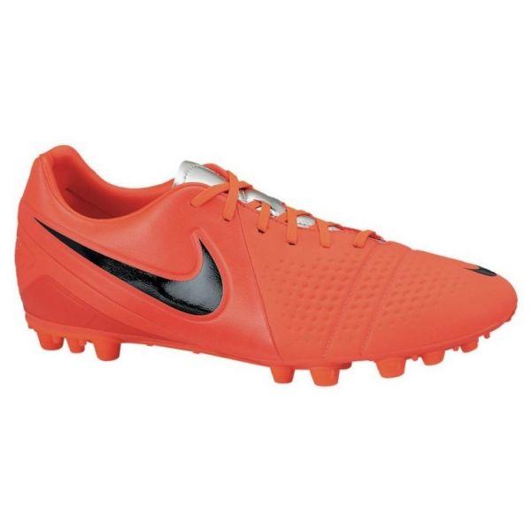 Nike CTR360 Trequartista III AG Naranja  Éstas son las botas que usan algunos como Iniesta. Estan fabricadas con material sintético KangaLite, con la misma suavidad y toque que la piel natural pero más ligeras. Diseñadas para jugadores a los que les gusta dominar el partido.  http://www.4tres3.com/botas-futbol/1269-nike-ctr360-trequartista-iii-ag-naranja.html