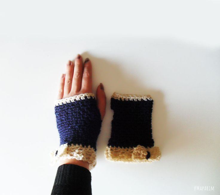 As Mitenes são luvas sem dedosfeitas à mão na Maparim.São um acessório que permite aquecer as mãose o pulsoao mesmo tempo que escreve, utiliza o telemóvelou, por exemplo, bebe um café ou trabalha no computador.O fio utilizado é macio e pode ser lavadoà m