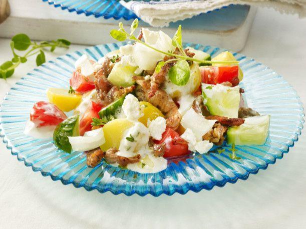 Kartoffel-Gyros-Salat mit Tzatziki-Dressing Rezept | LECKER