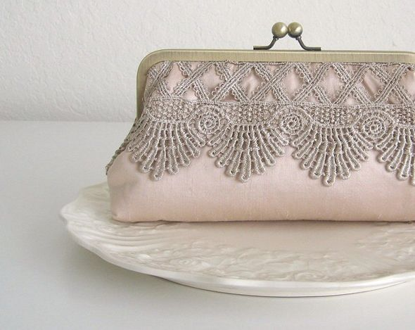 Such a divine little clutch can bring an instant vintage touch to any outfit