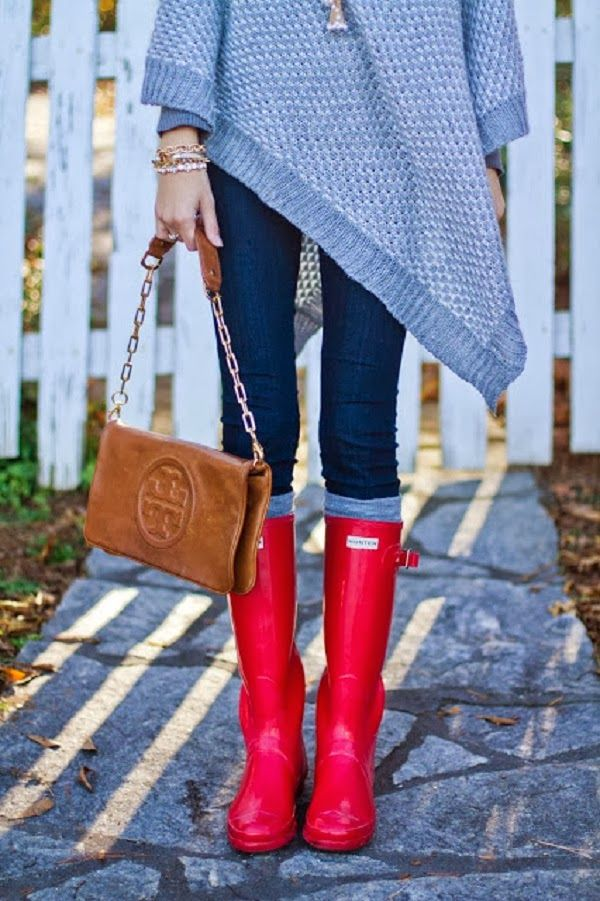 Gray chunky knit poncho, Tory Burch bag, red Hunter boots